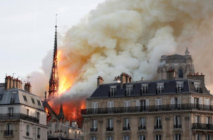 Incêndio consome a Catedral de Notre-Dame, em Paris
