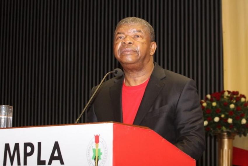 """Dívida externa angolana financiou """"enriquecimento ilícito de uma elite"""" - João Lourenço"""