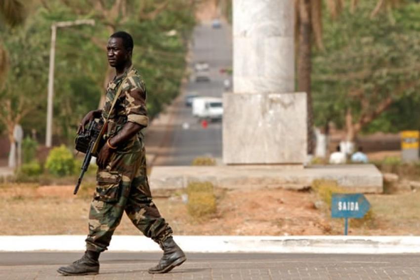 """Governo são-tomense diz ter impedido """"ação terrorista"""" que pretendia sequestrar PR e assassinar PM"""