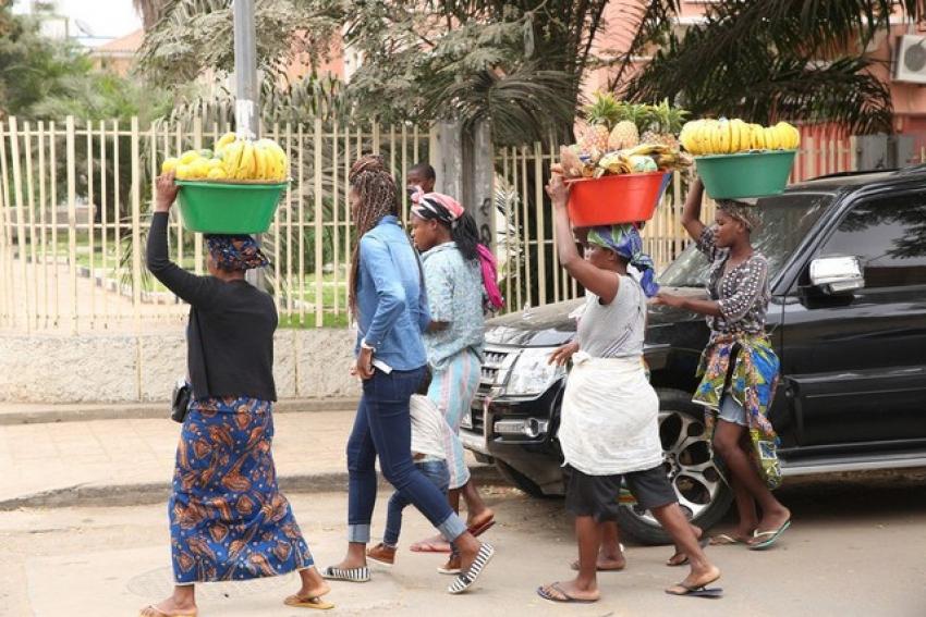 """Governo provincial de Luanda suspende responsável de brigada após """"excesso de zelo"""" sobre """"zungueiras"""""""