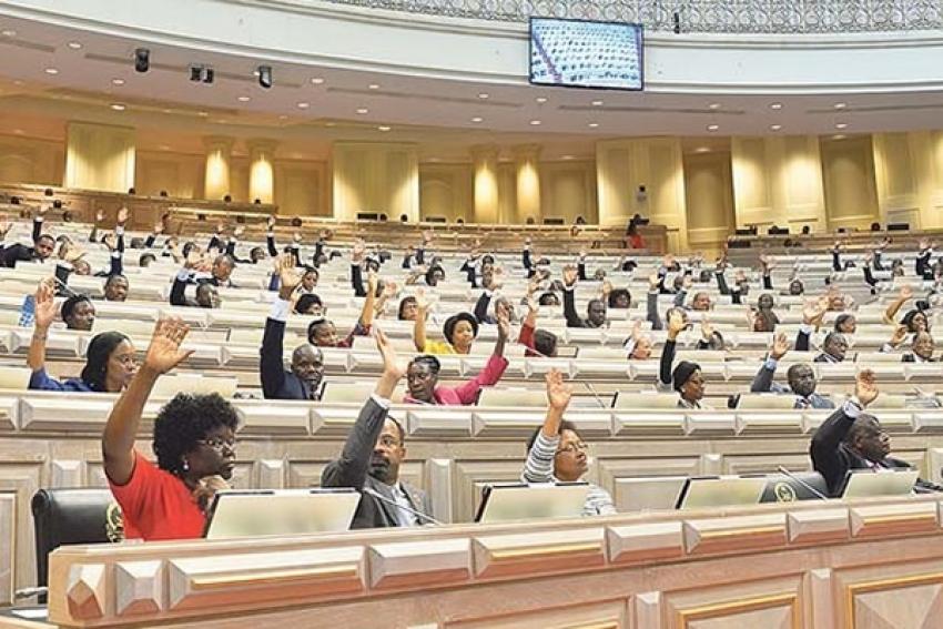 Parlamento angolano aprova terceira proposta para institucionalização das autarquias