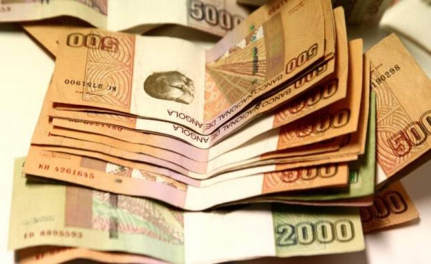 Kwanza angolano sofre nova desvalorização e já perdeu 35% do valor em meio ano