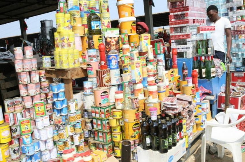 Desvalorização do kwanza limita gastos diários dos consumidores angolanos