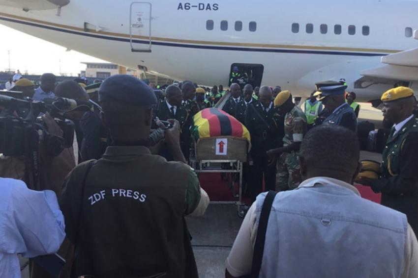 Corpo de ex-Presidente Robert Mugabe recebido em Harare por multidão