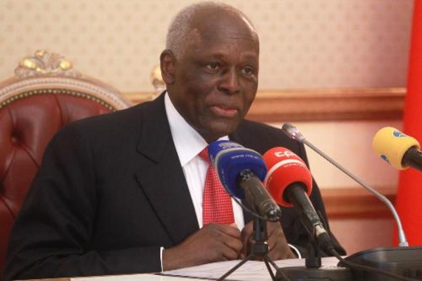 José Eduardo dos Santos admite demitir-se da presidência do MPLA