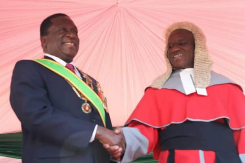Emmerson Mnangagwa investido oficialmente como Presidente do Zimbabué