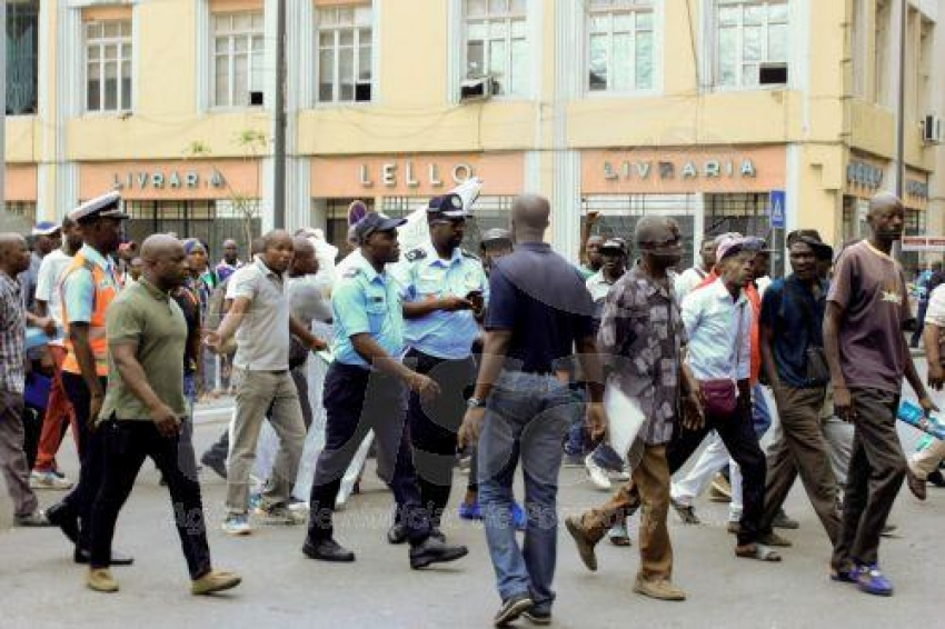 Polícia Nacional reprime manifestação de ex-trabalhadores da Casa de Segurança do PR