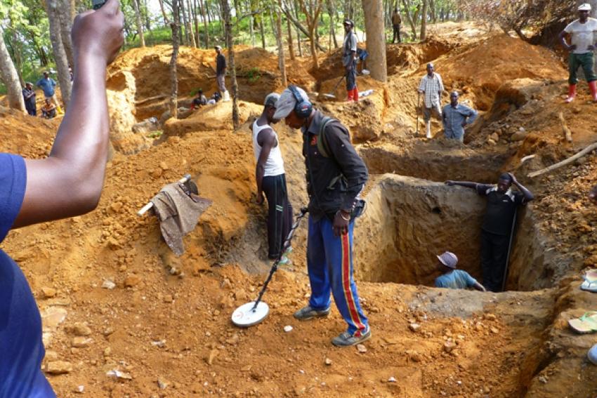 Desabamento de terras na Huíla mata 13 garimpeiros em mina artesanal de ouro