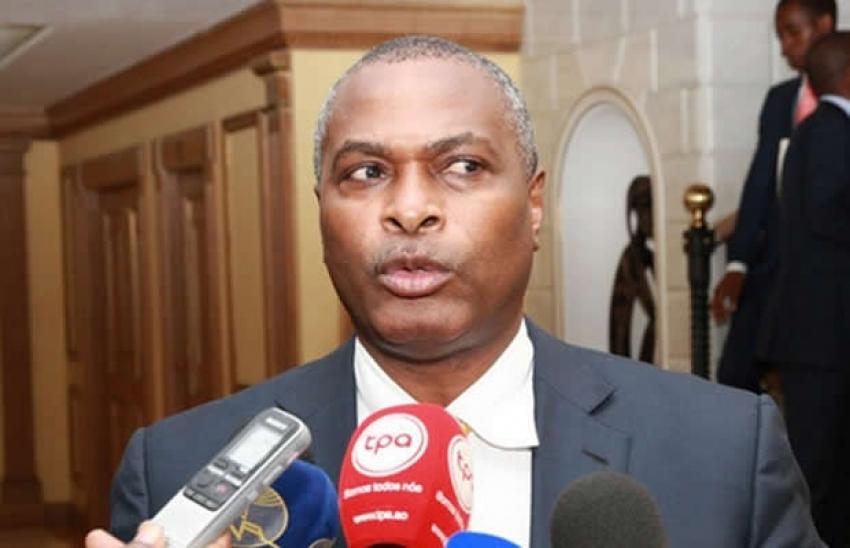 """Quem não estiver """"atento às vontades dos cidadãos"""" será penalizado - Abel Chivukuvuku"""