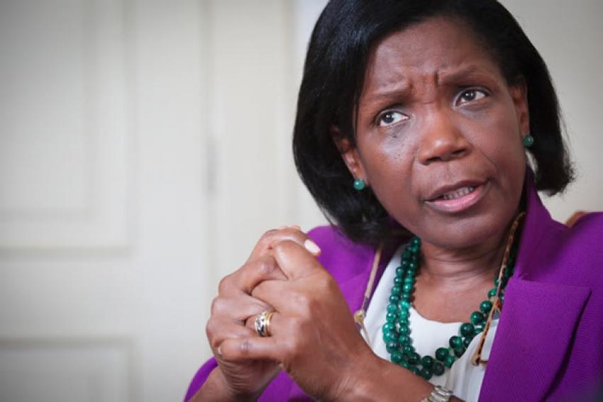 """Ministra da Justiça portuguesa """"preocupada"""" com assassinato de portugueses em Angola"""