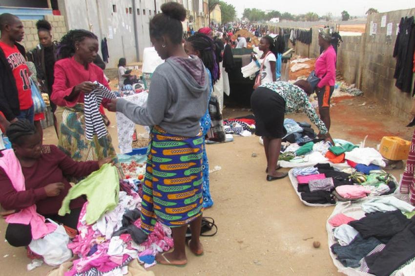 """Desactivados 300 locais de """"venda desordenada"""" em Luanda em Novembro"""