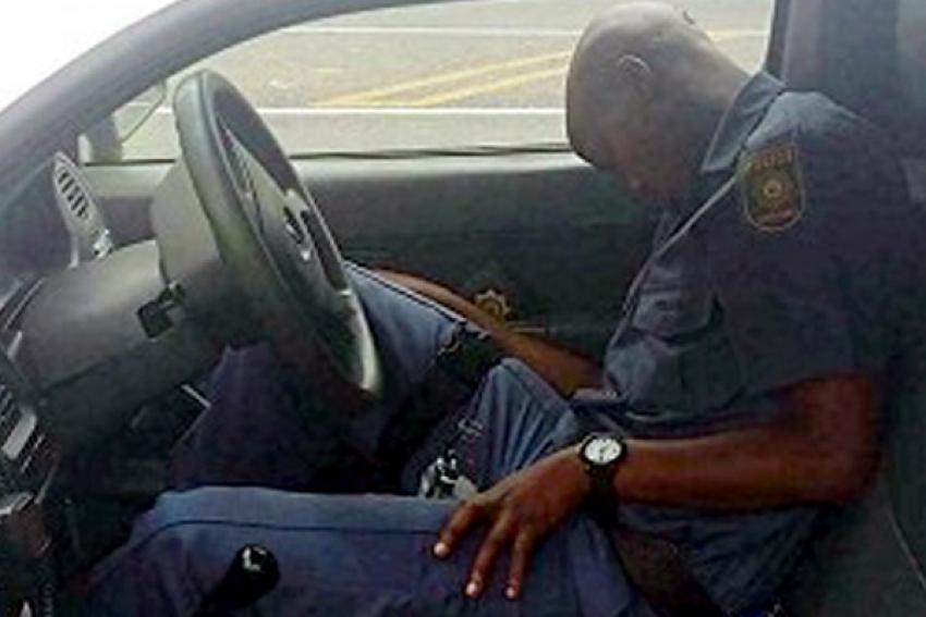 """Polícia angolana decreta """"tolerância zero"""" para agentes embriagados em serviço"""
