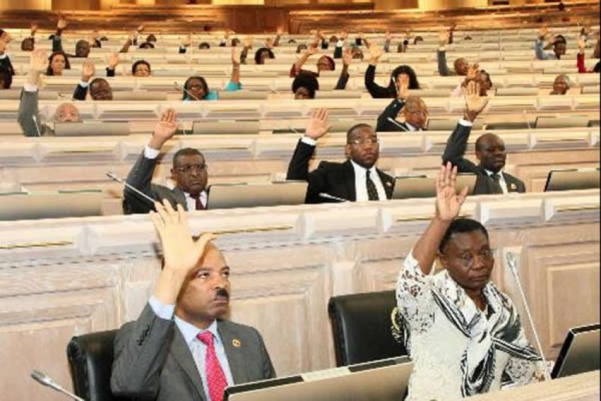 MPLA aprova IVA para outubro contestado pela oposição