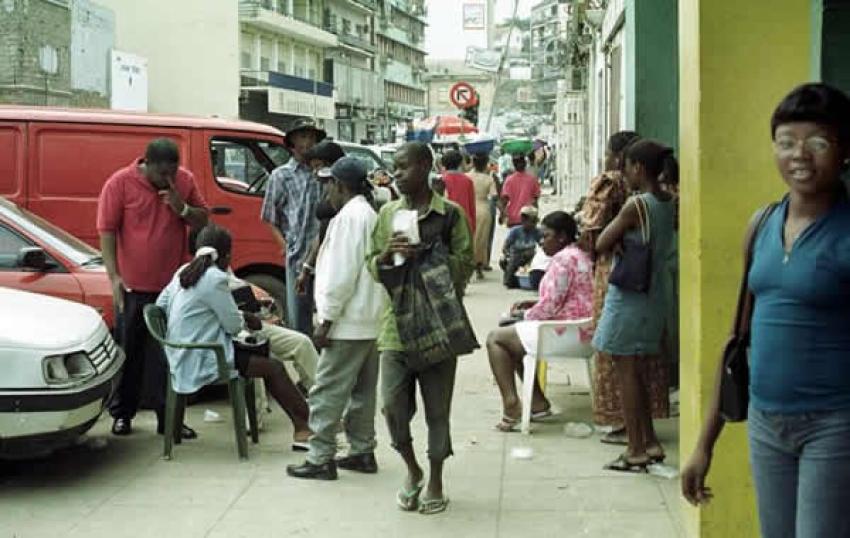 Diferença da taxa de entre câmbio oficial e paralelo em Angola abaixo de 20% - Governo
