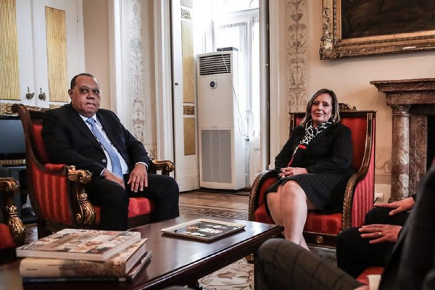 Angola pede ajuda a Portugal para localizar fortunas de antigos governantes