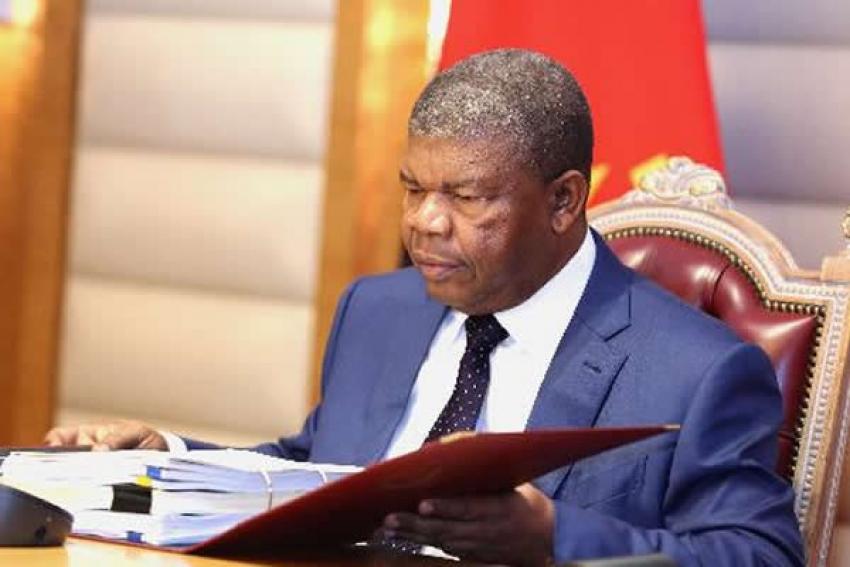 Presidente angolano exonera ministro da Comunicação Social