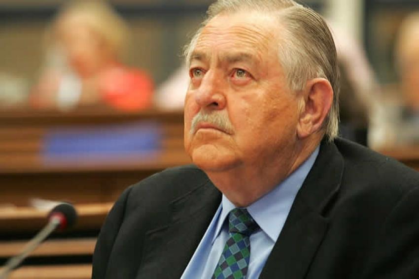 Morreu Pik Botha, cara da defesa do regime do apartheid