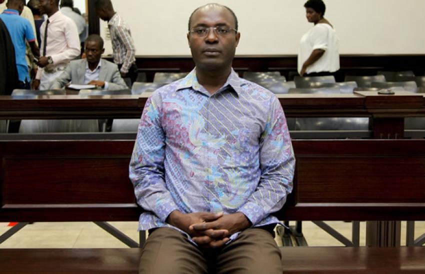 Tribunal inicia julgamento do jornalista Rafael Marques sem presença do ofendido