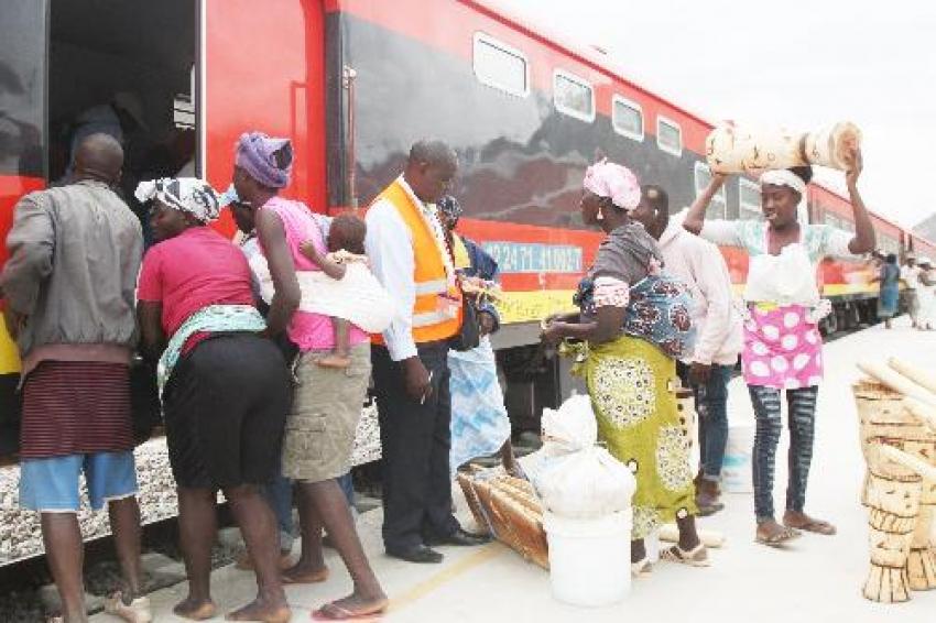 Trabalhadores dos Caminhos de Ferro de Luanda anunciam greve a partir de segunda-feira