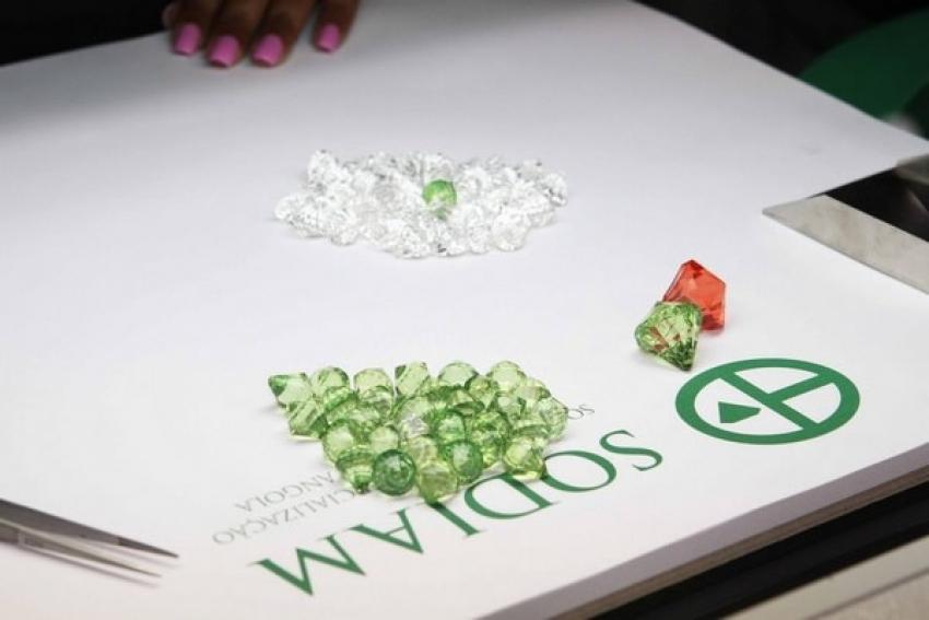 Polícia detém suspeitos do roubo de 80 pedras de diamantes
