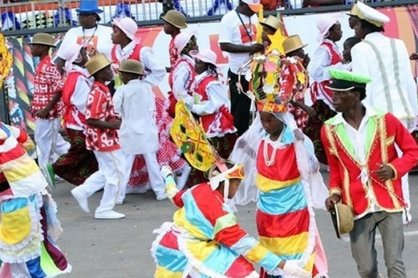 Carnaval de Luanda faz-se nem que a festa seja paga às prestações