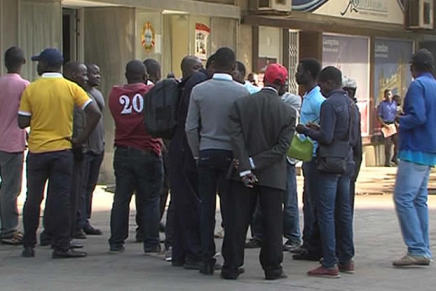 Trabalhadores angolanos sem salários há 5 anos pedem intervenção do Presidente