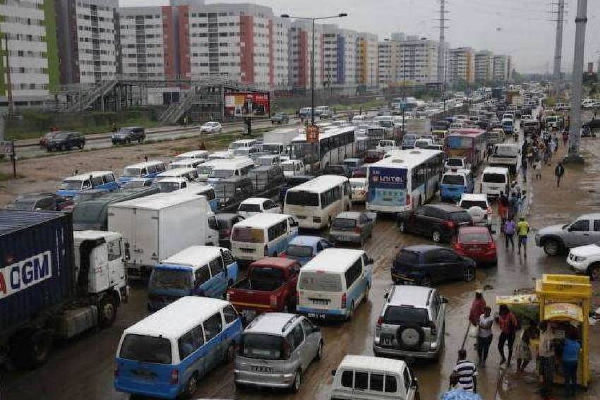 Autoridades angolanas admitem caos no trânsito em Luanda e prometem soluções